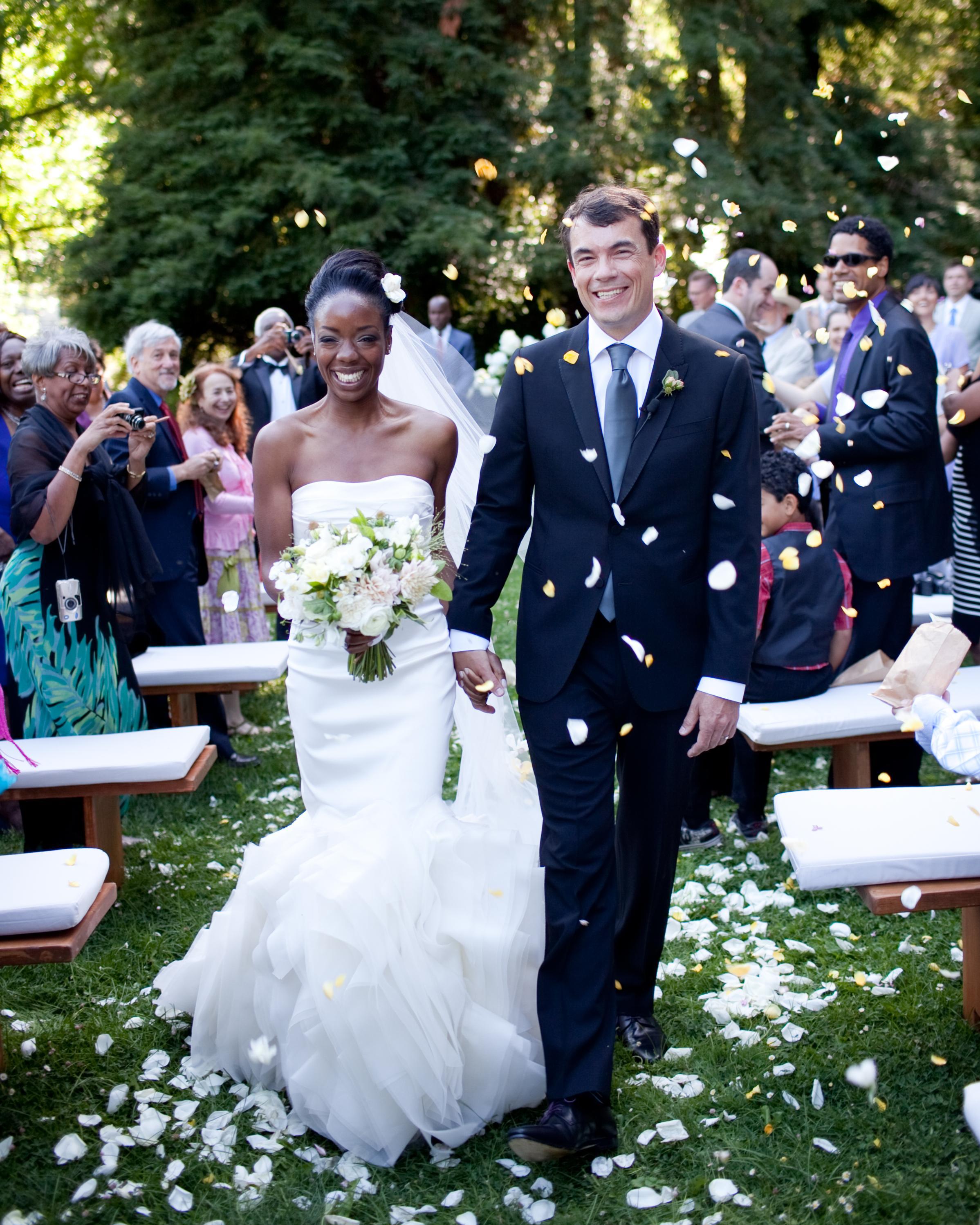 couple-wedding-aisle-0615