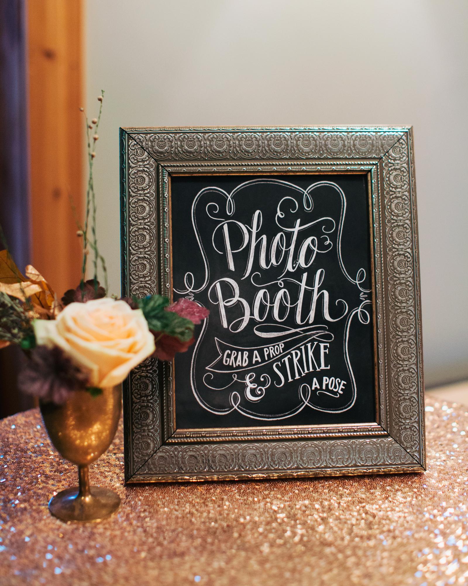 sara-matt-wedding-photobooth-1440-s111990-0715.jpg
