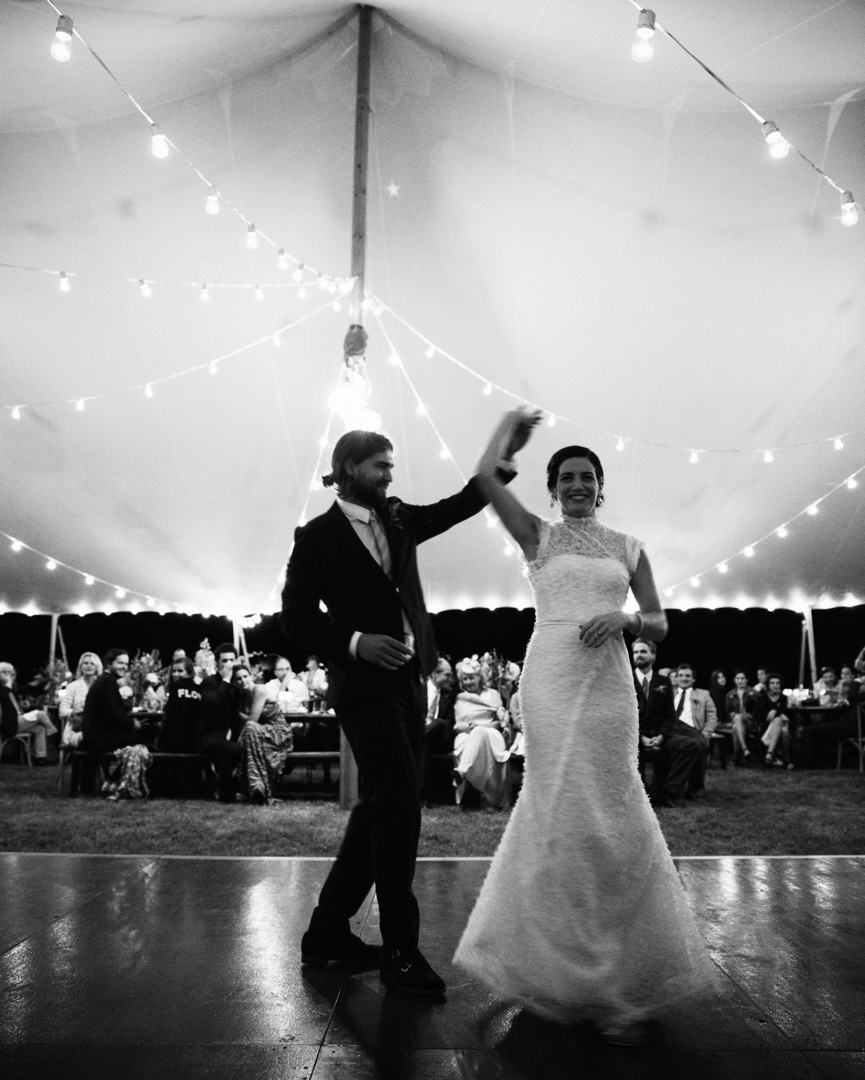 lilly-carter-wedding-firstdance-00718-s112037-0715.jpg