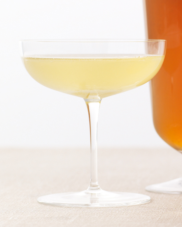 sparkling-cocktails-honey-ginger-champagne-f09-0615.jpg