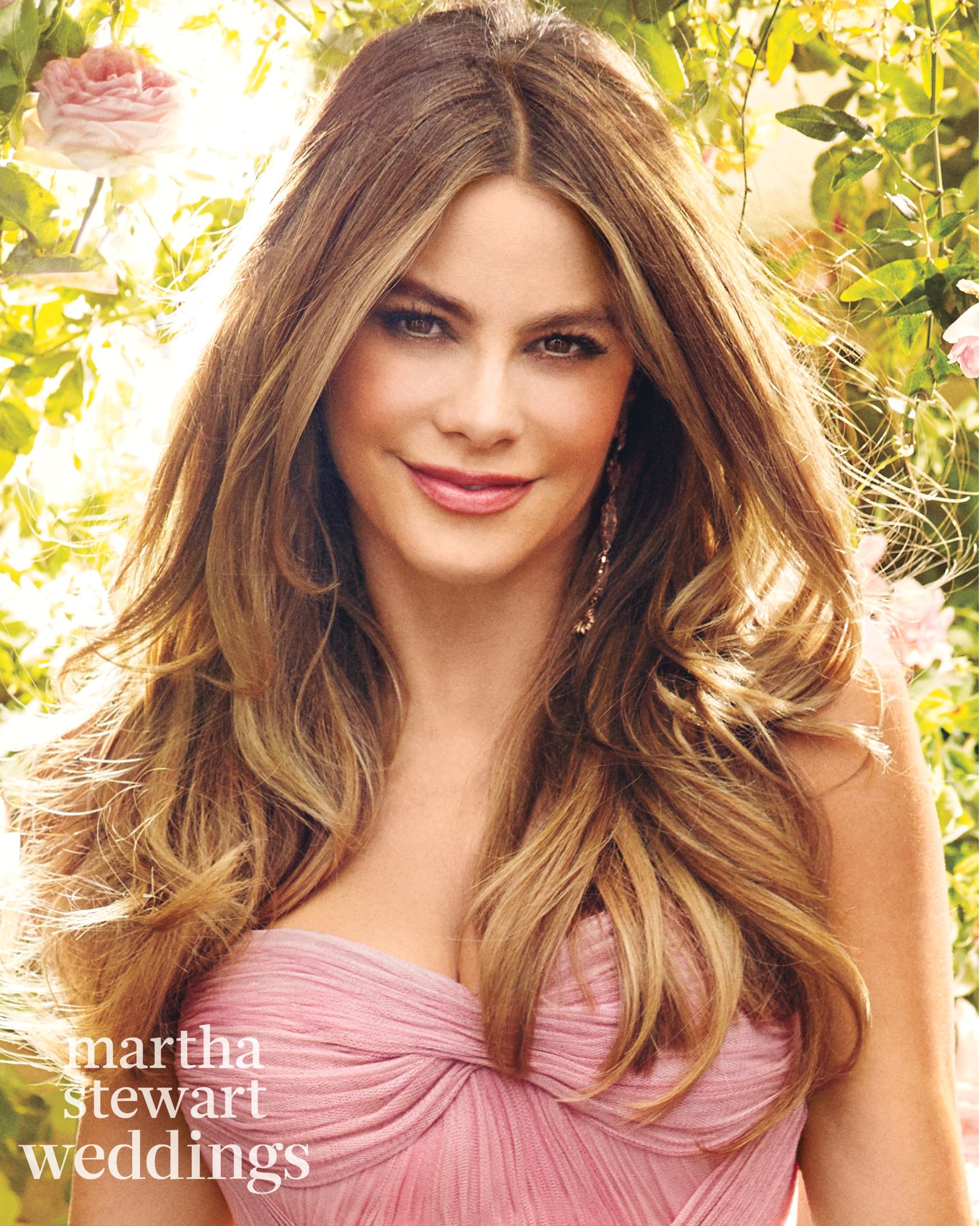 sofia-vergara-m02-pink-bridal-gown-012v2-d112252-beauty1-0815.jpg