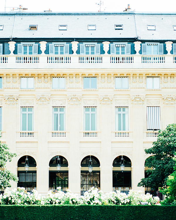 katie-mitchell-photography-where-to-propose-in-paris-jardin-palais-royal-0815.jpg