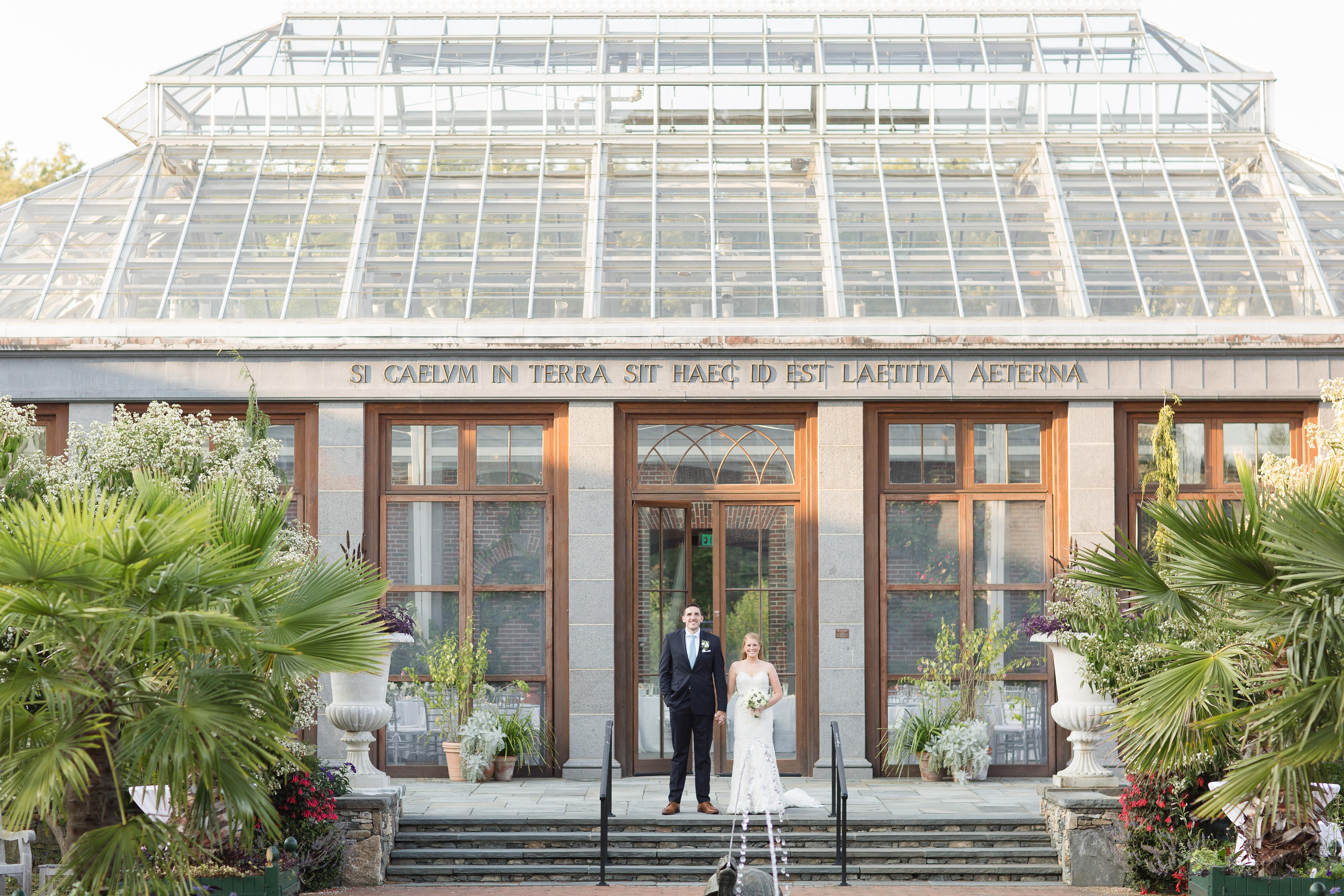 botanic garden wedding couple