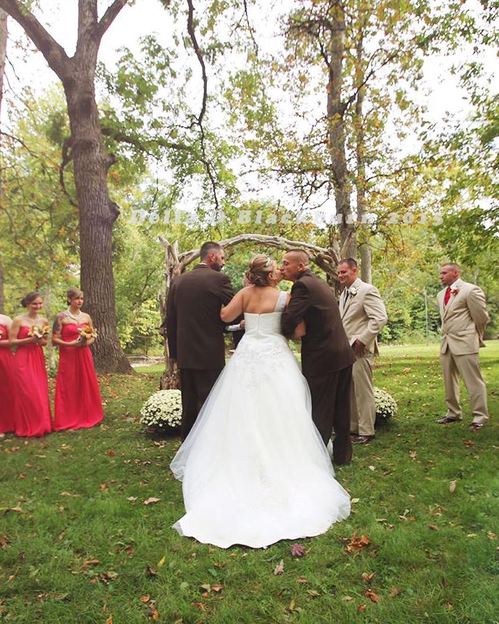 viral-wedding-news-dad-stepdad-walk-down-aisle-kiss-bride-0915.jpg