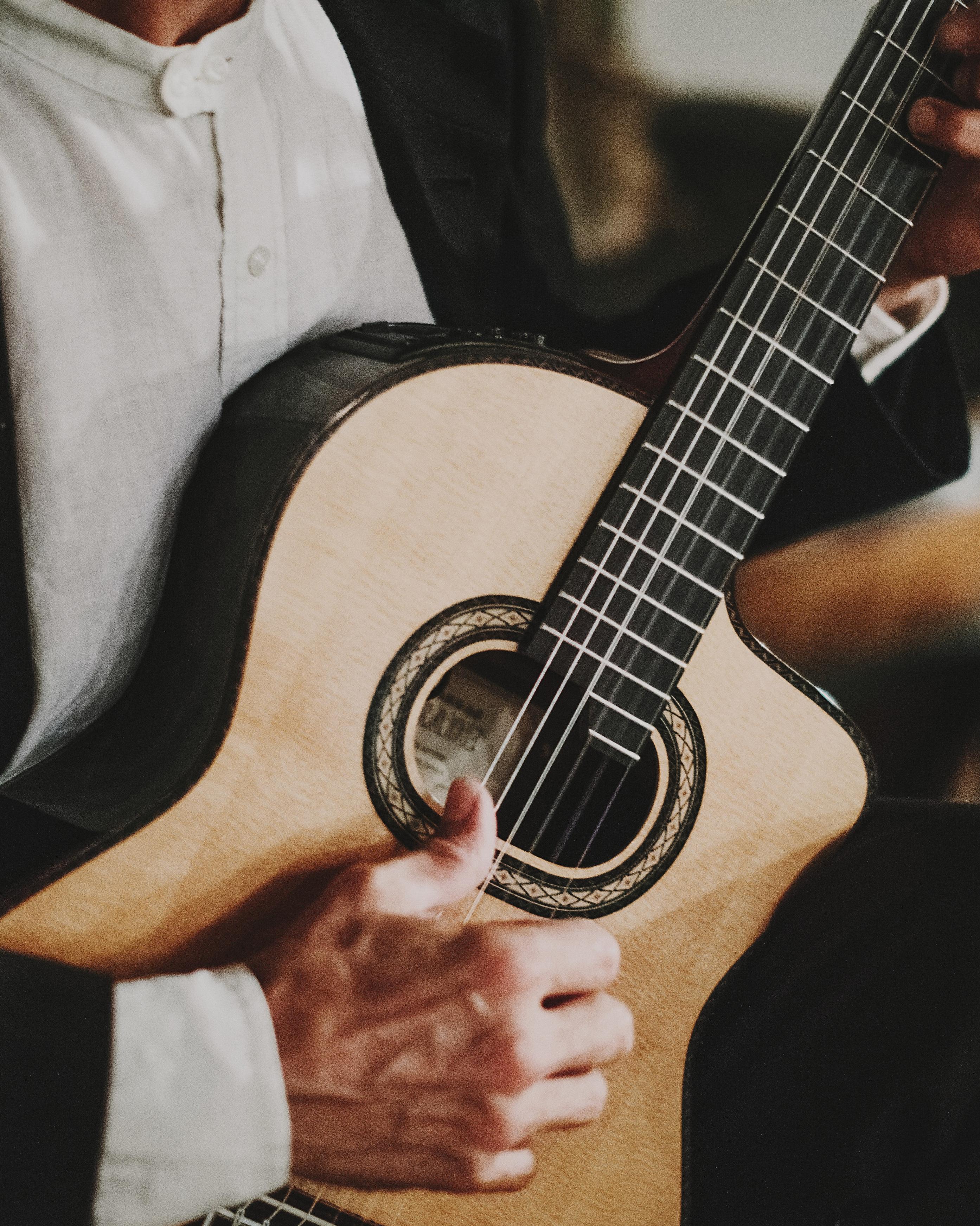 tamara-brett-wedding-guitar-1294-s112120-0915.jpg