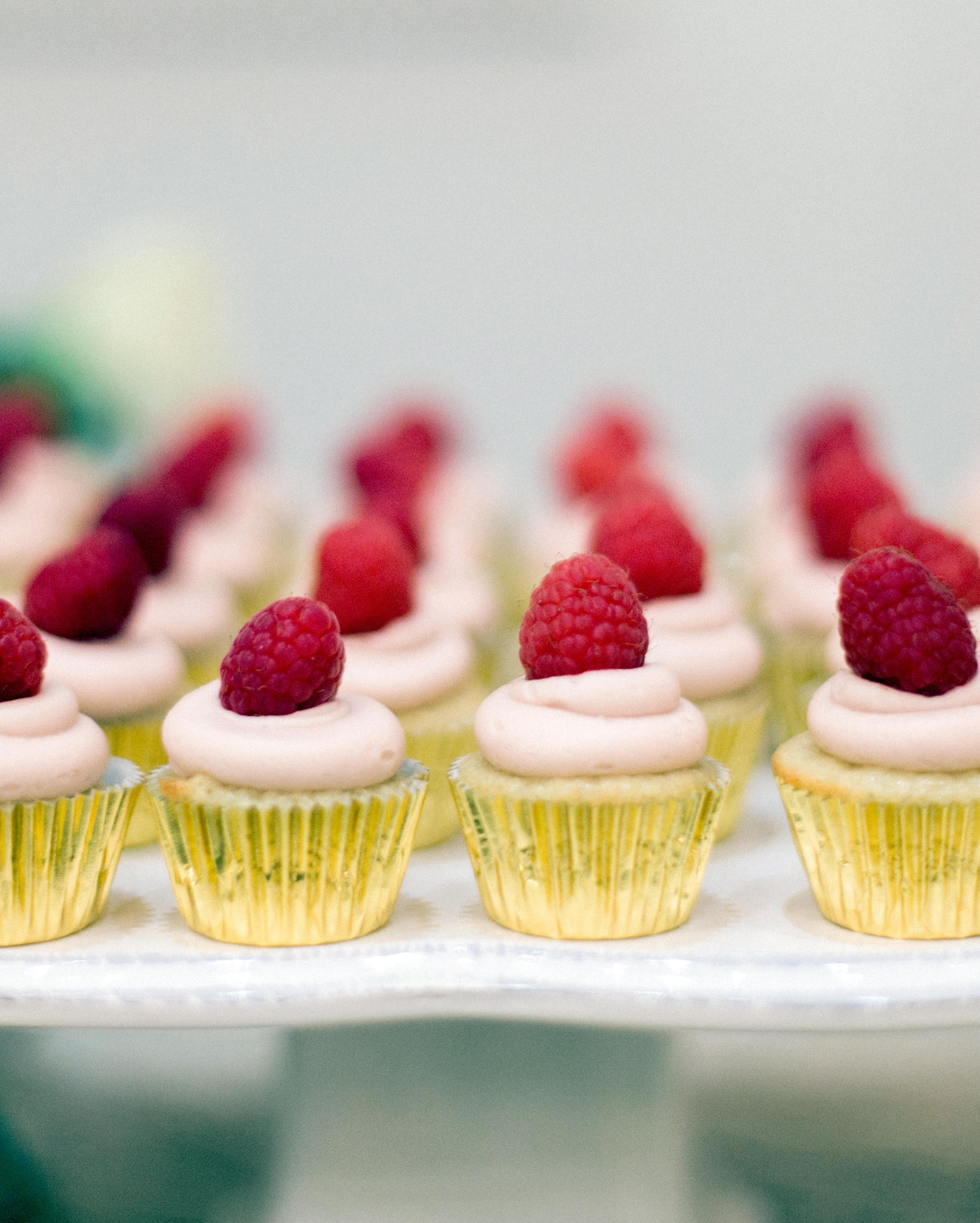 rachel-tyson-wedding-cupcakes-128-s112158-0915.jpg