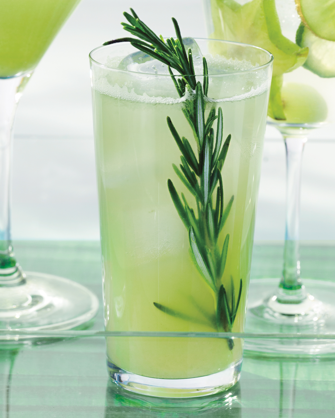 wedding-mocktail-recipes-apple-rosemary-fizz-md109950-cocktails-su13-0915.jpg
