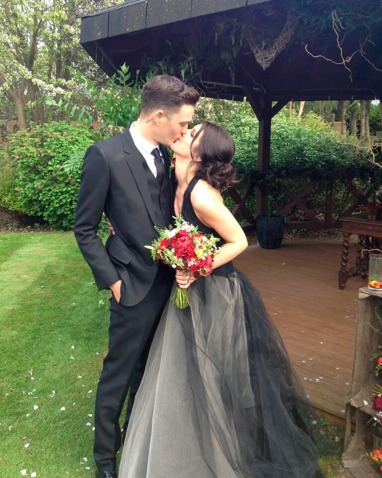celebrity-colorful-wedding-dresses-shenae-grimes-black-0815.jpg