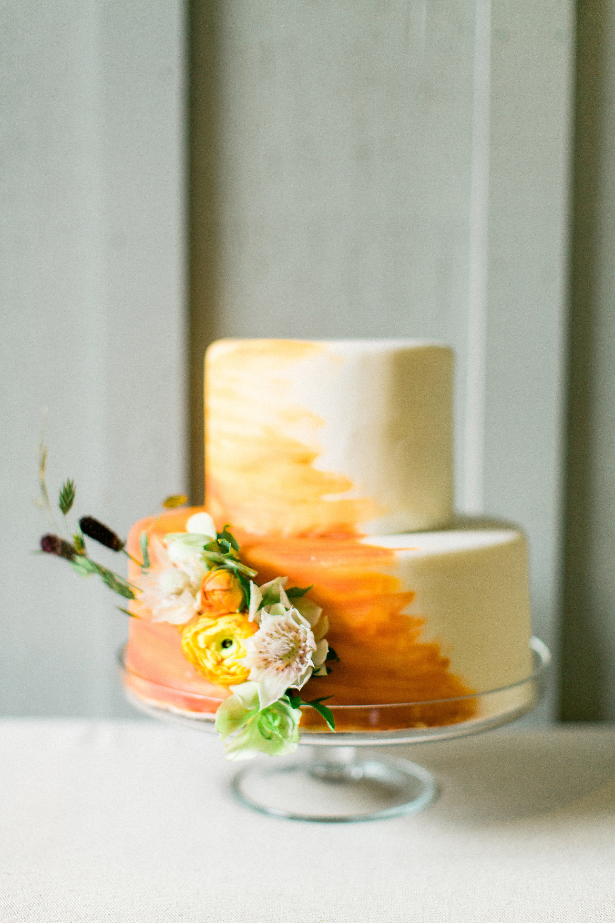 fall wedding cakes rebecca theresa photography