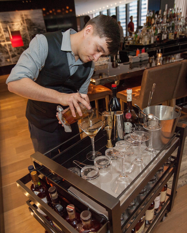 hotel-amenity-langham-chicago-martini-cart-0915.jpg