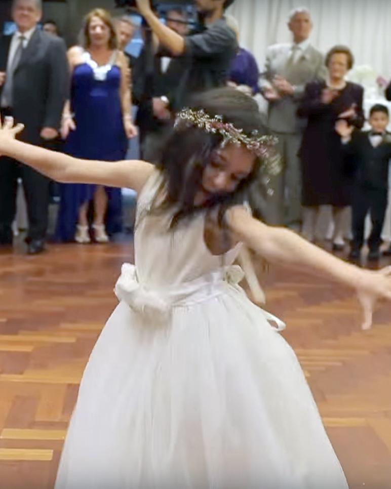 wedding-kid-videos-flower-girl-dancing-1115.jpg