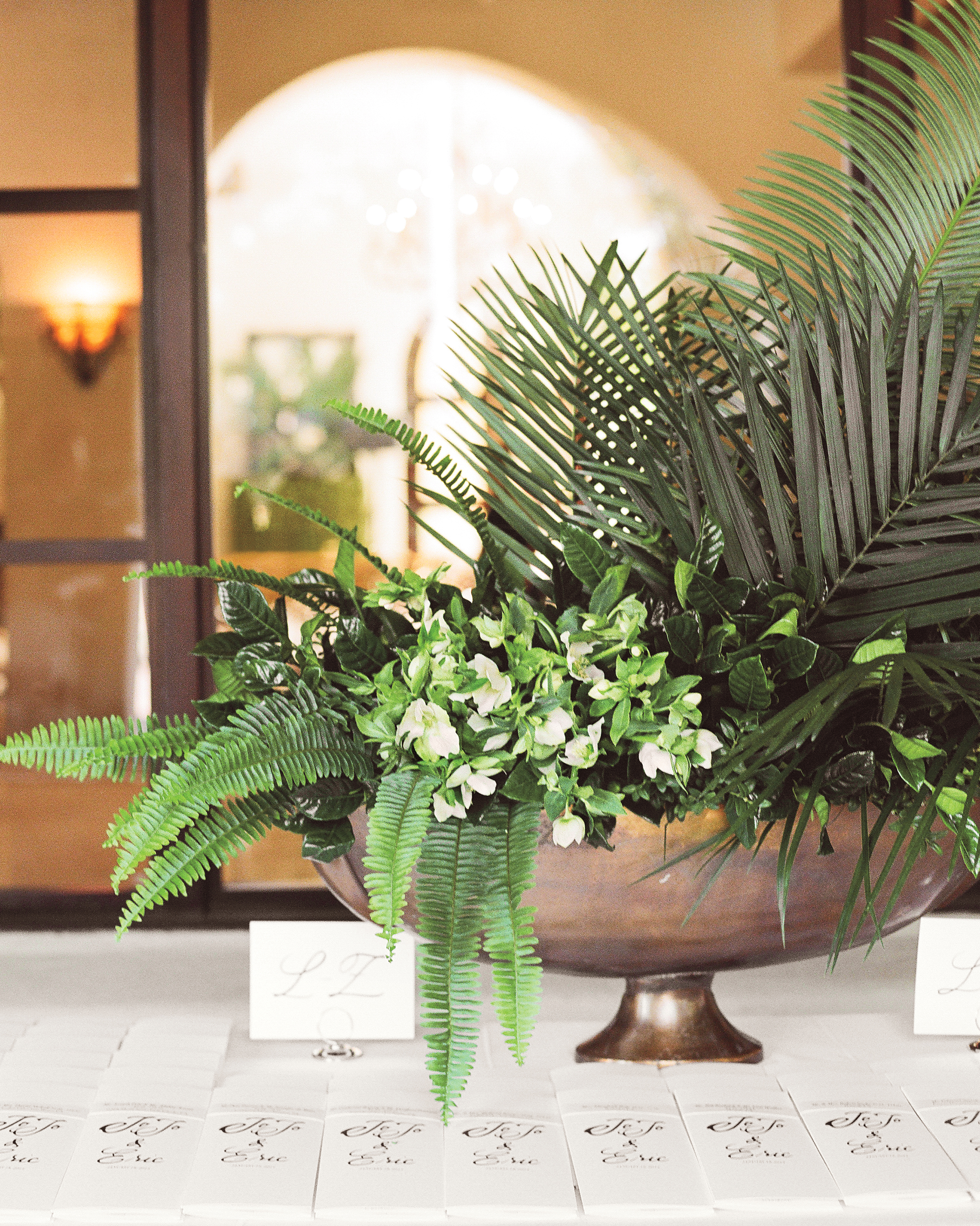 rw-jojo-eric-centerpiece-fern-placecards-040-elizabeth-messina-ds111226.jpg