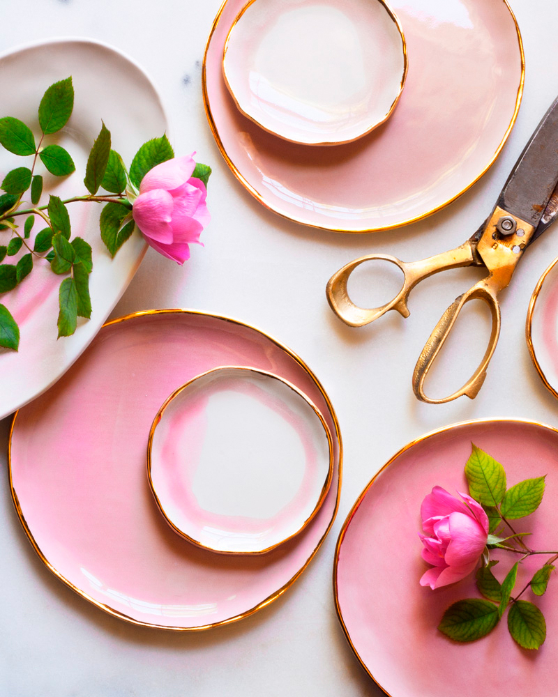 wedding-trends-ceramic-roses-from-the-garden-with-pink-plates-1115.jpg