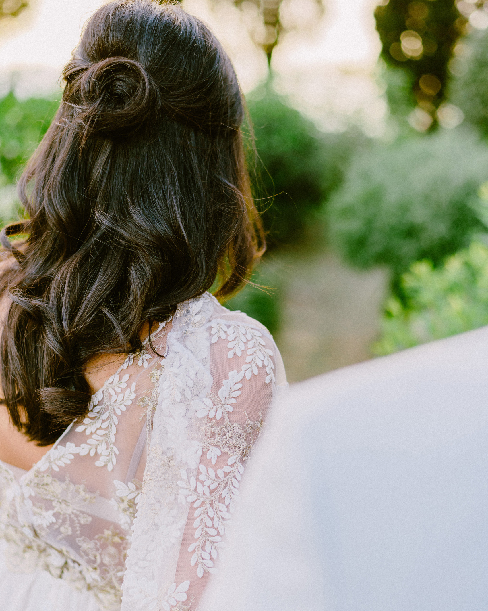 33 Ways To Wear Your Hair Down For Your Wedding Martha Stewart
