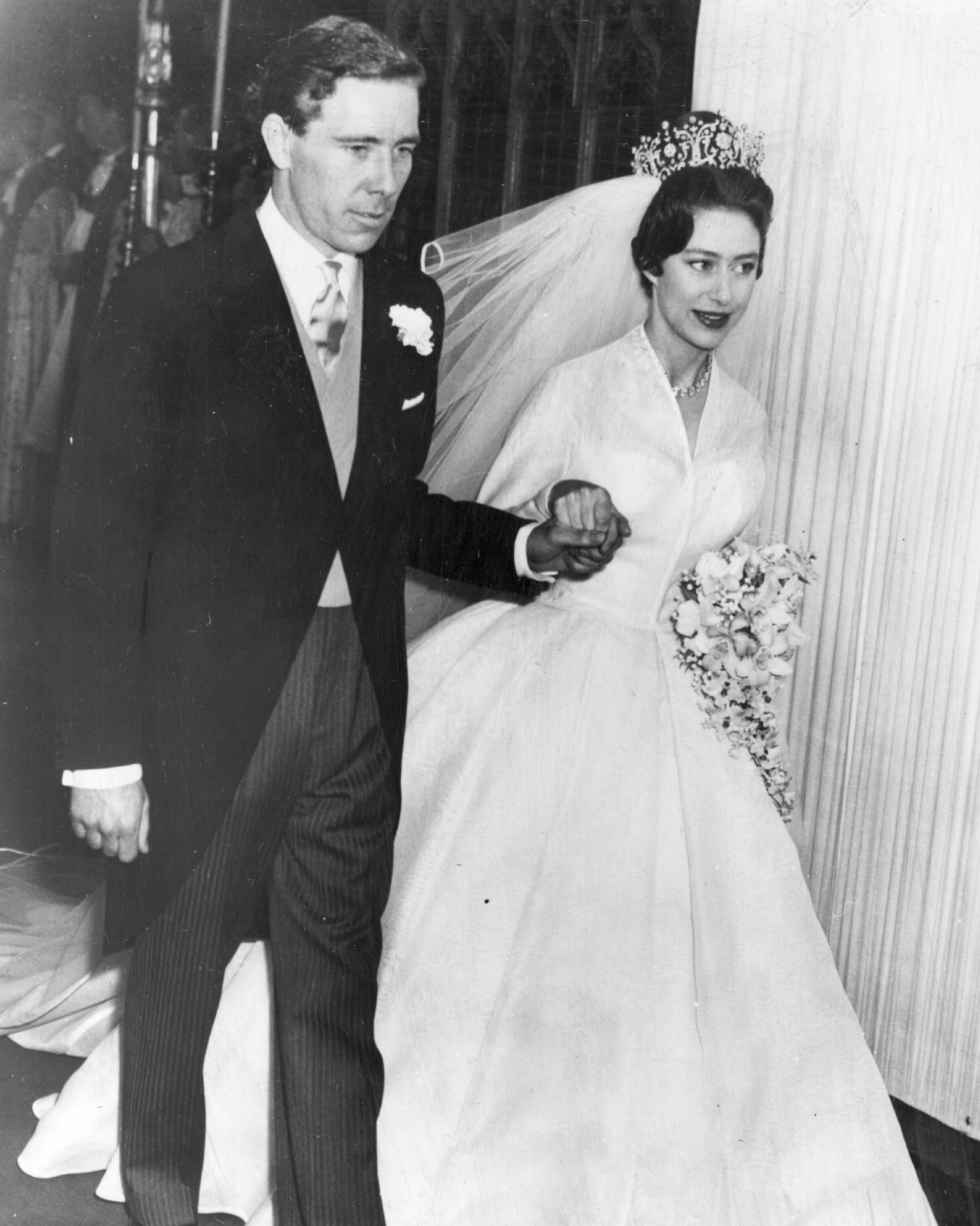 royal-wedding-dress-princess-margaret-3289962-1115.jpg