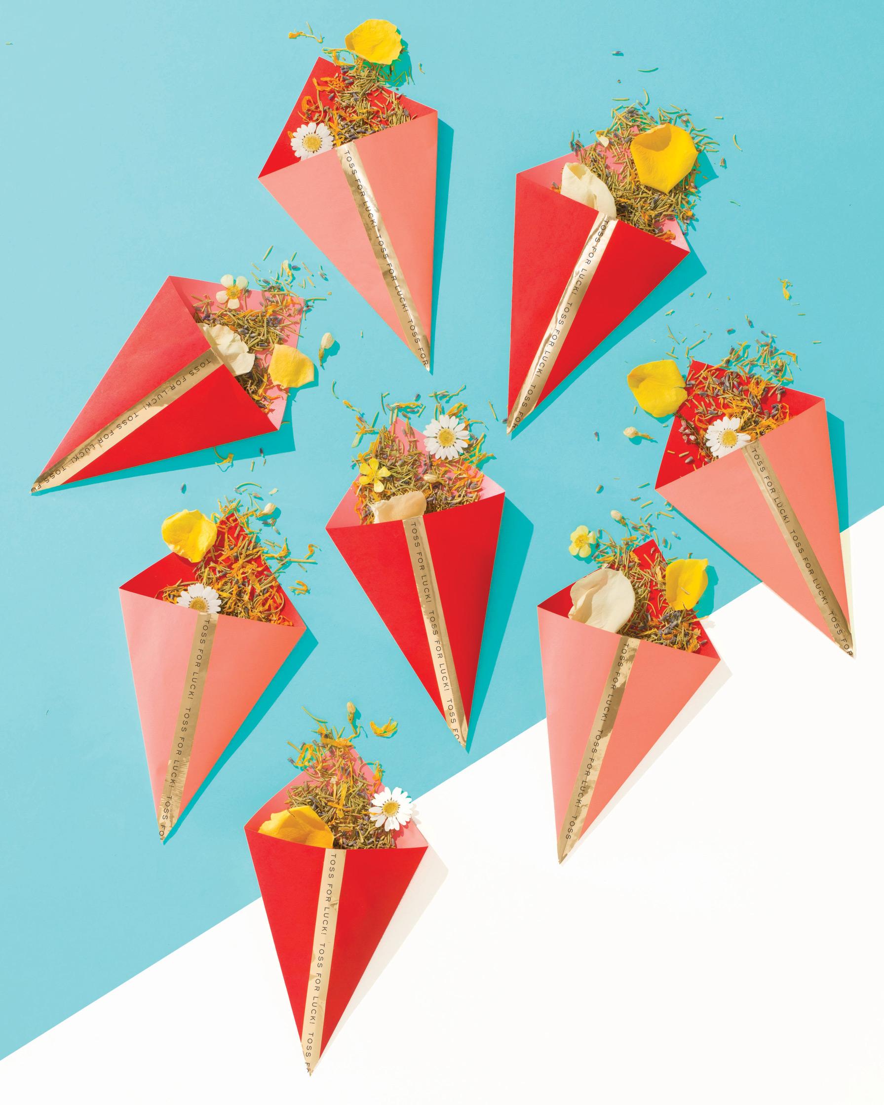 lucky-wedding-ideas-natural-confetti-tossers-flowers-petals-herbs-173-d112929.jpg