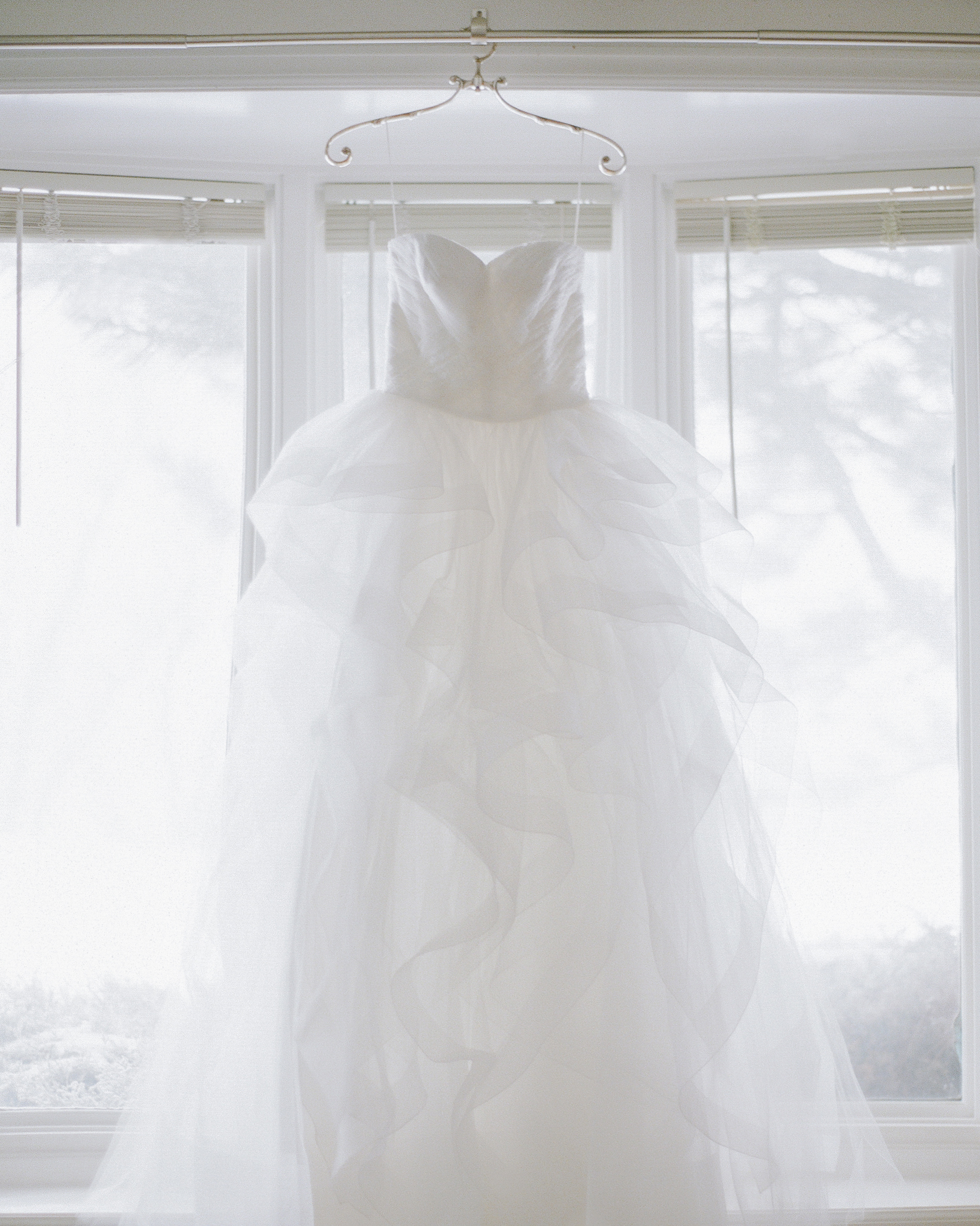 kendall-grant-wedding-dress-002-s112328-1215.jpg