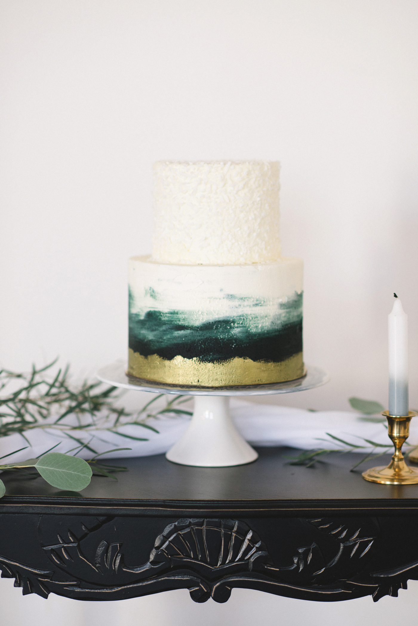winter wedding cakes kristyn harder photography