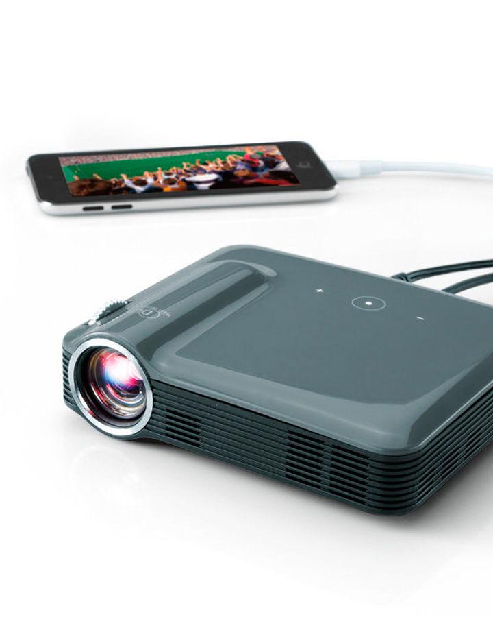 wwln-brookstone-pocket-projector-1215.jpg