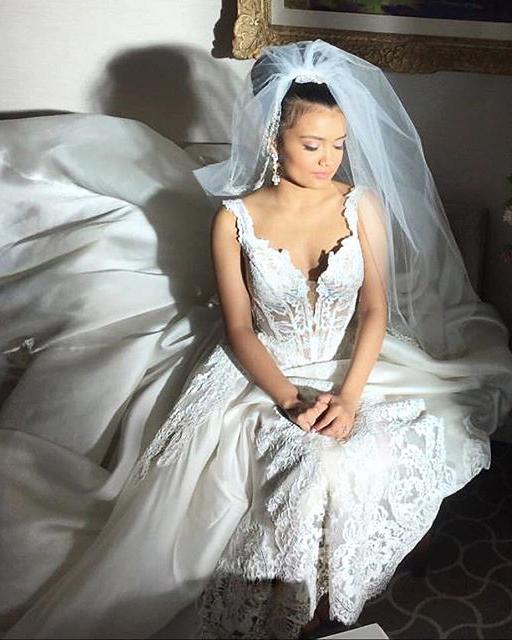 tv-wedding-dress-empire-laura-0516.jpg