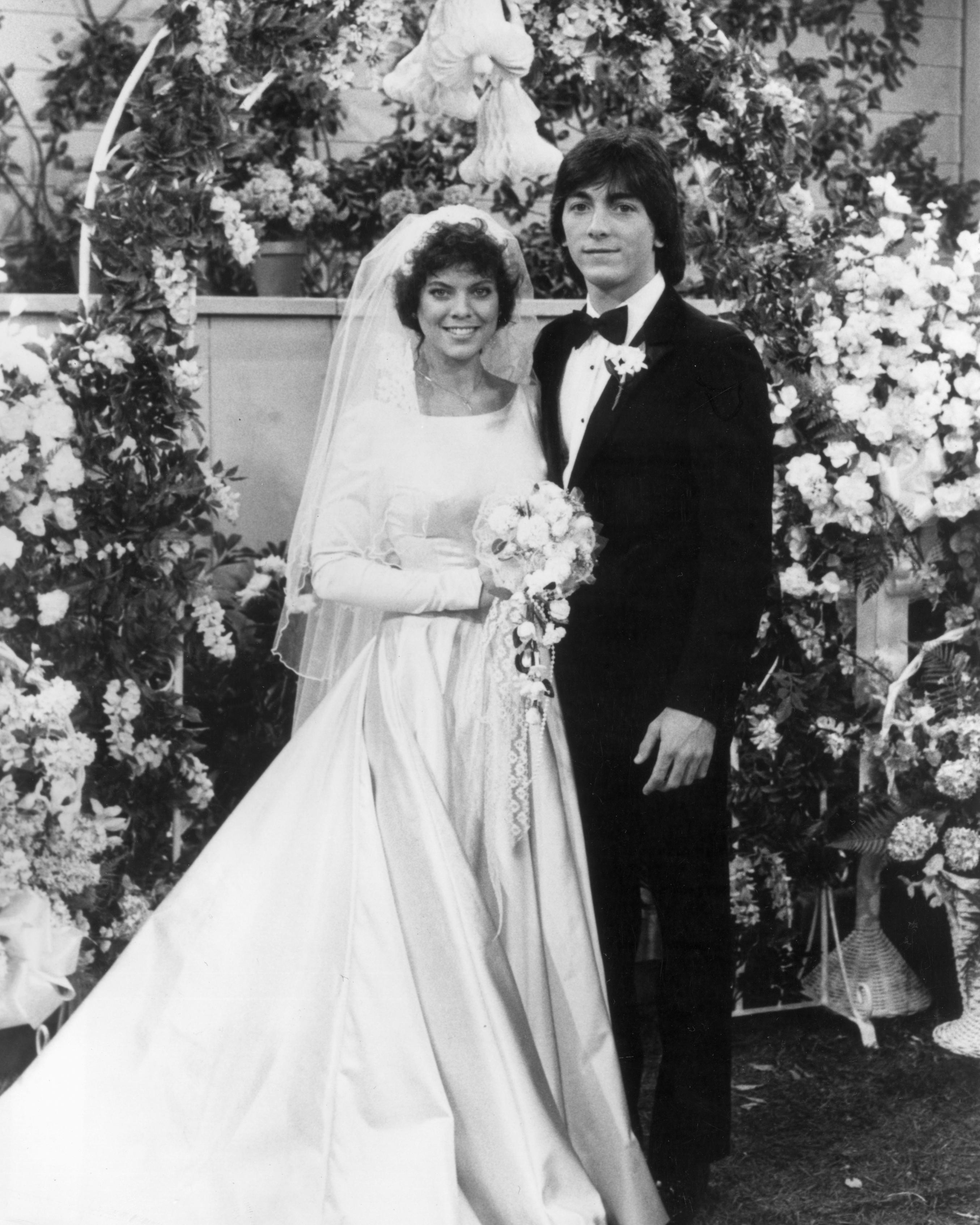 tv-wedding-dresses-happy-days-joanie-chachi-1115.jpg
