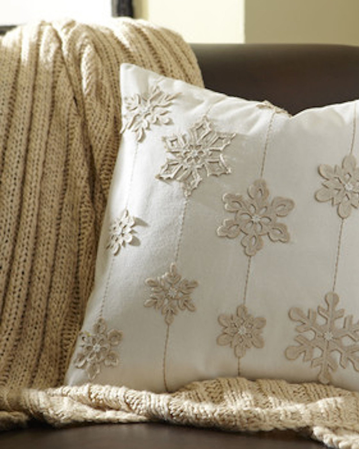 snowflake-pillow-1215.jpg