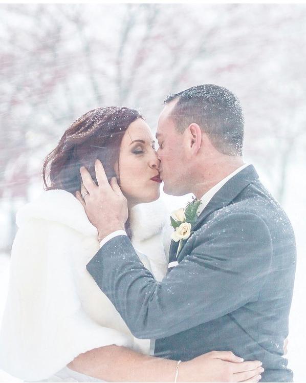 jonas-storm-winter-wedding-photo-kiss-in-snow-0116.jpg