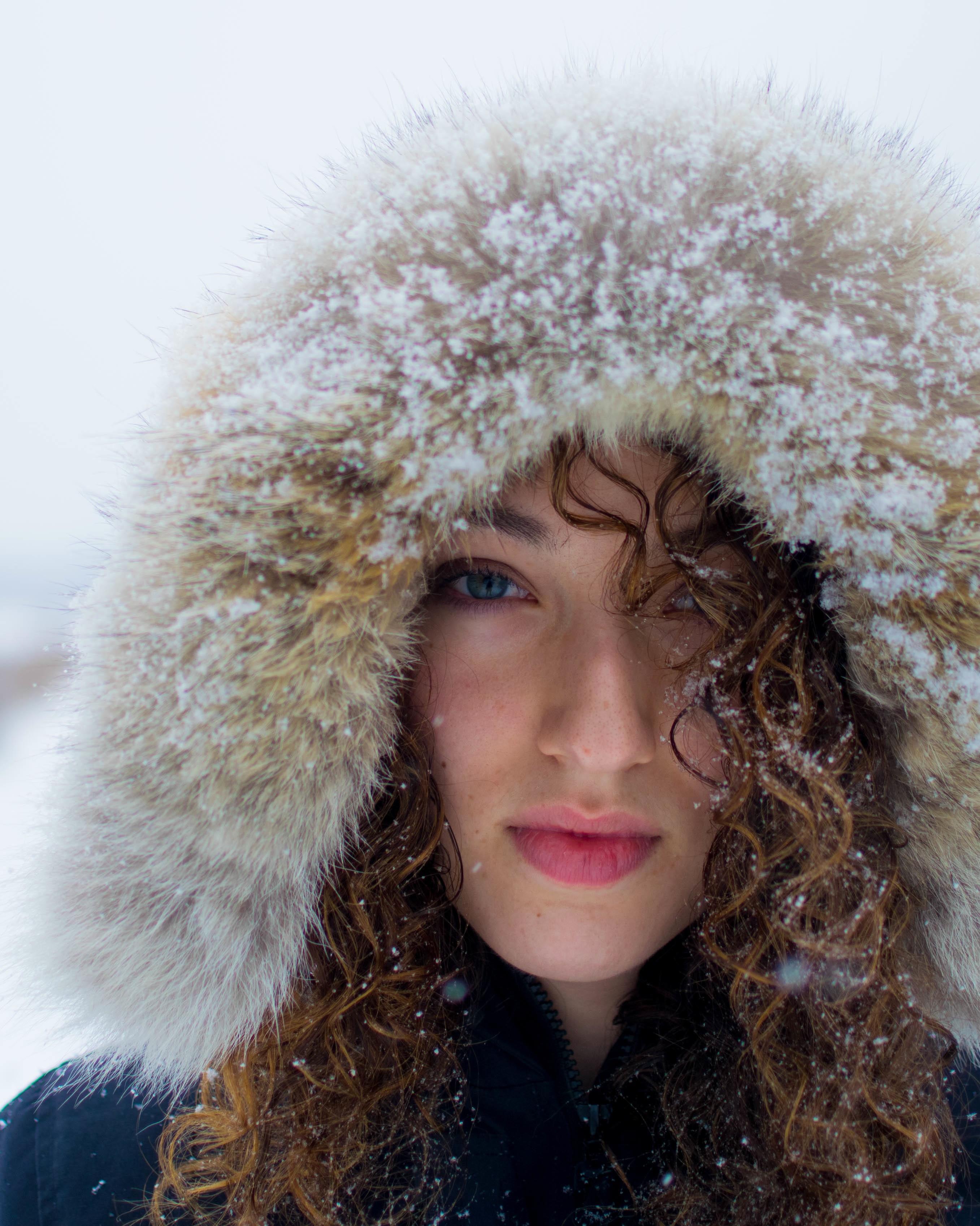 girl-winter-snow-hood-0116