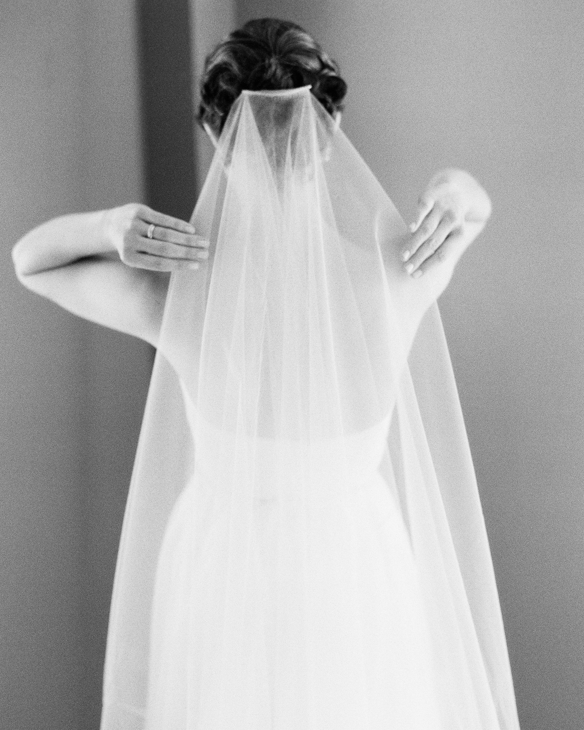 mackenzie-ian-wedding-veil-071-s112461-0116.jpg