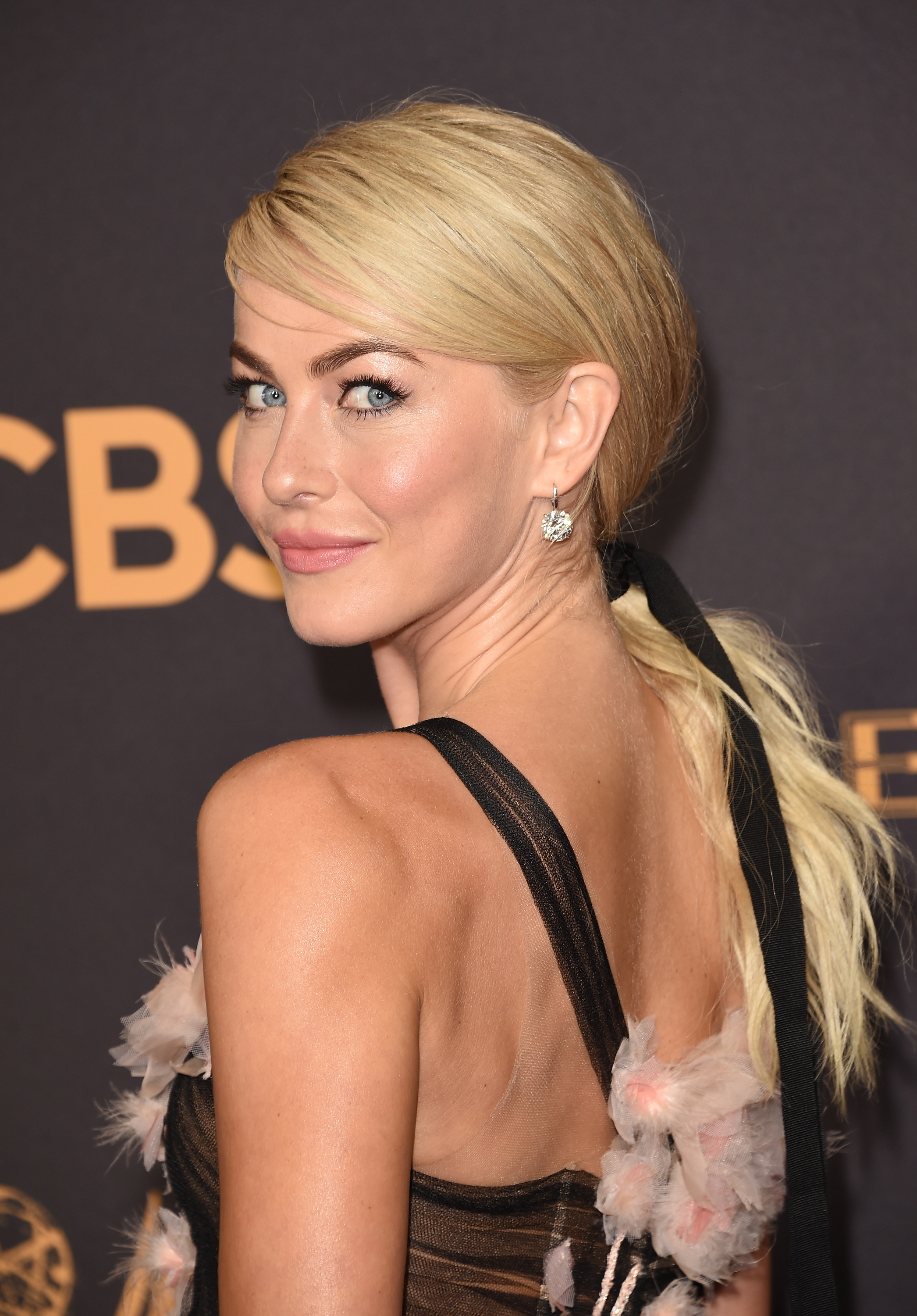 julianne hough hairstyle 2017 emmys