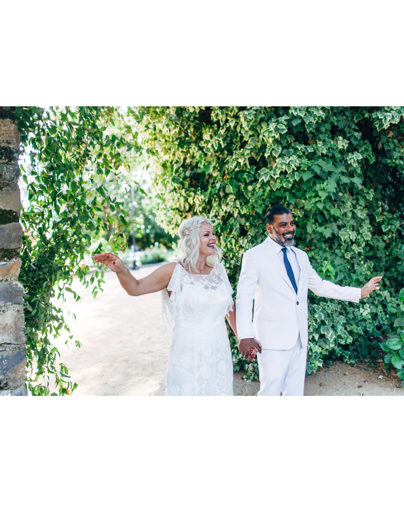 rosie-ambi-wedding-entrance-3163-s112501-0116.jpg