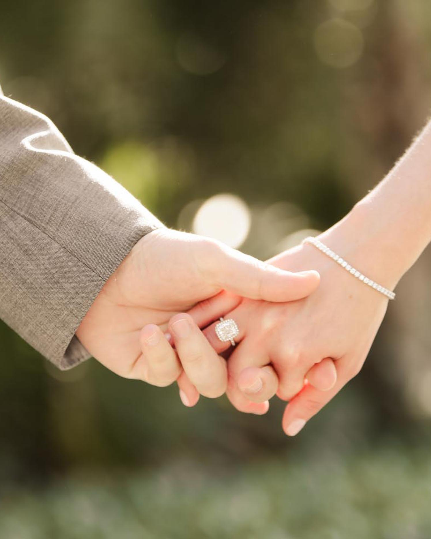 1-engaged-holding-hands-0116.jpg