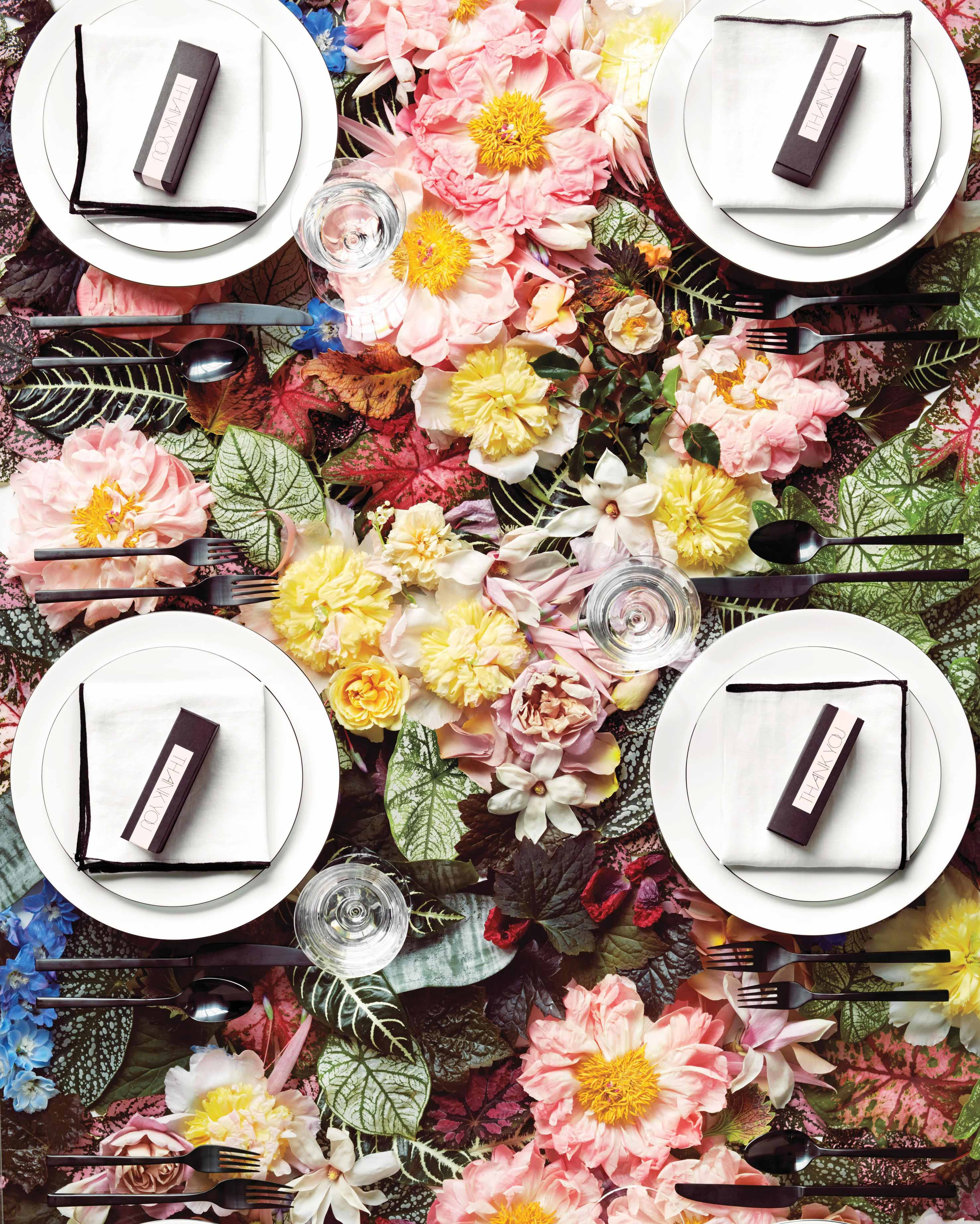 mlucite-table-setting-with-flowers-346-d112266.jpg