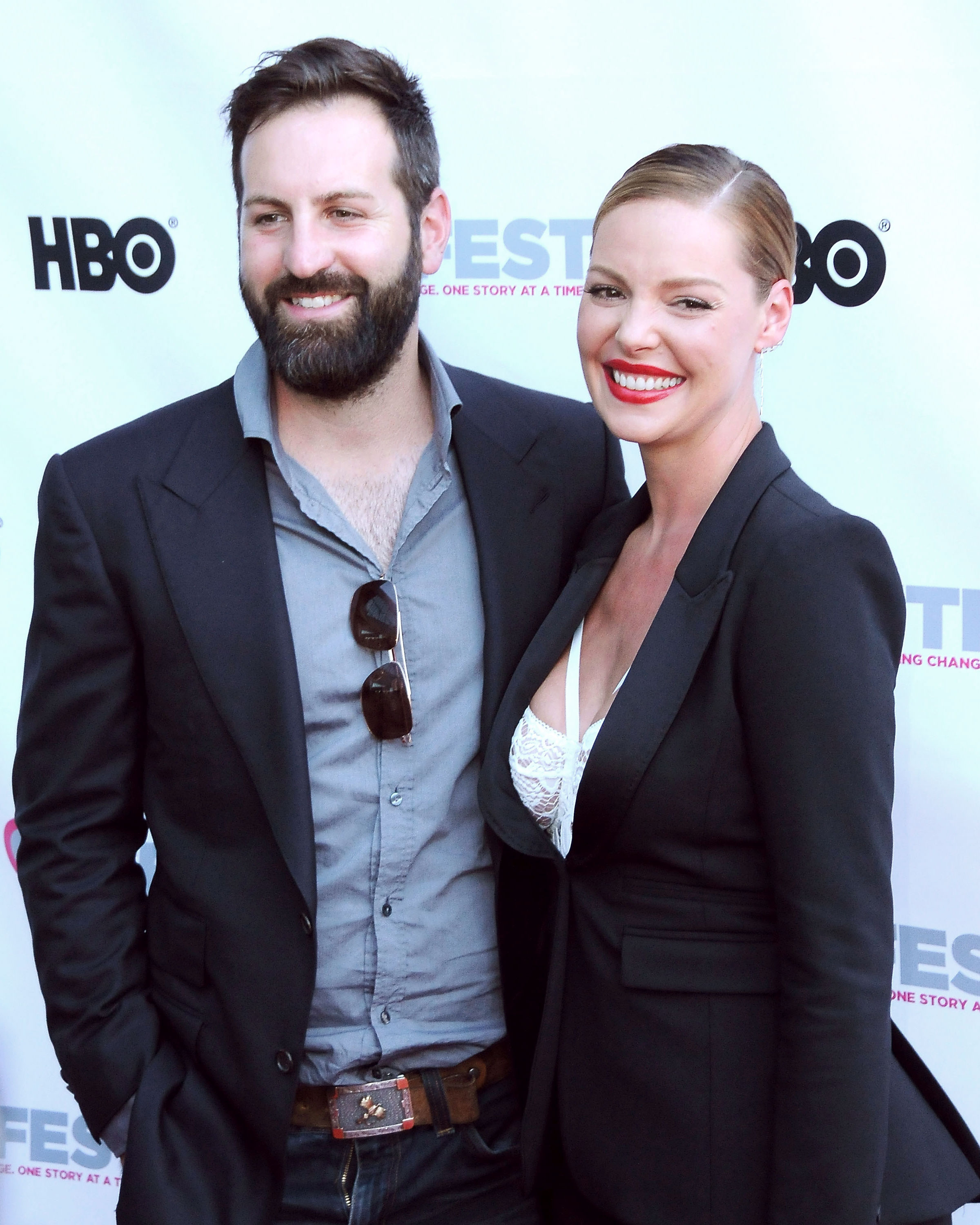 celeb-mishaps-katherine-heigl-josh-kelley-red-carpet-0316.jpg
