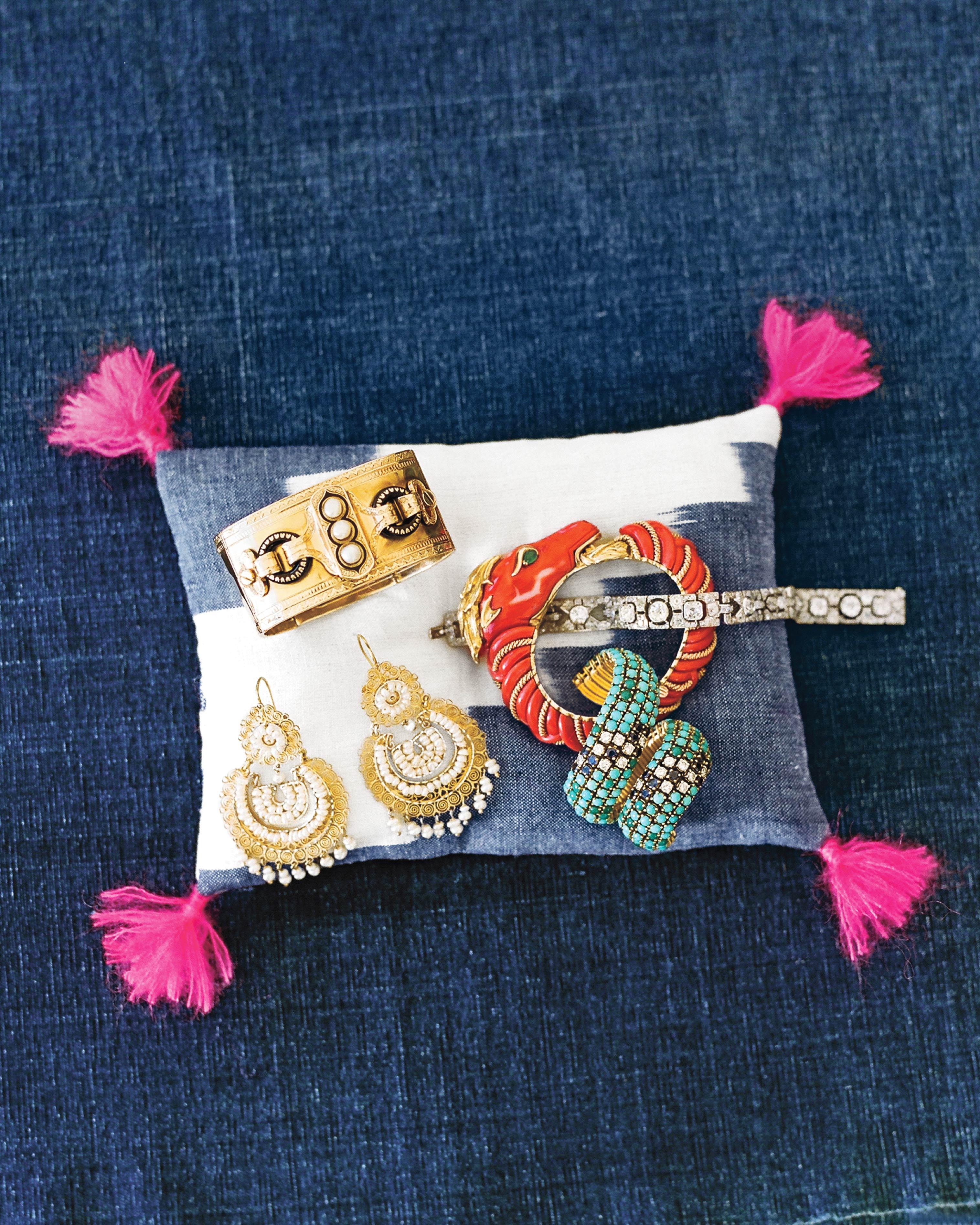 mfiona-peter-wedding-vermont-brides-jewelry-9629.01.2015.47-d112512.jpg