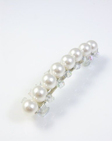 1bb337c064403 25 Unexpected Pearl Accessories to Wear on Your Wedding Day | Martha ...
