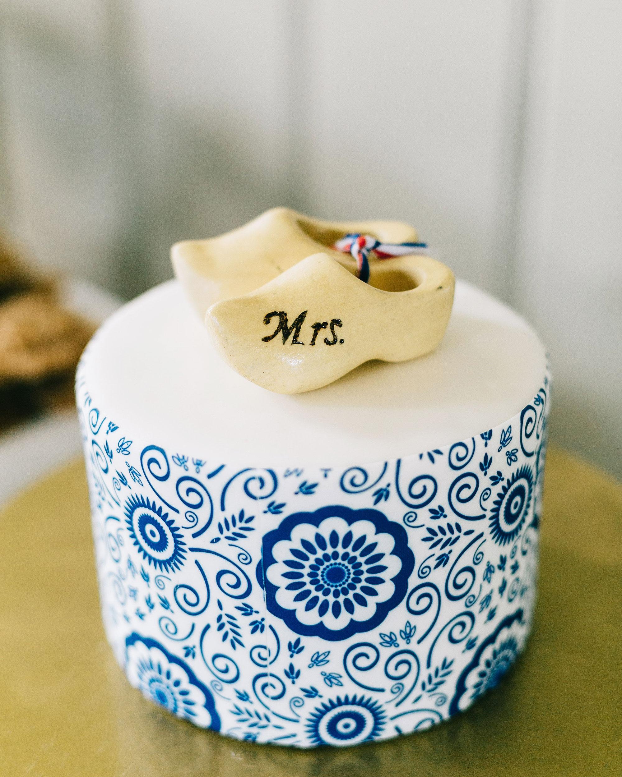 rachel-jurrie-nautical-wedding-cake-0310-s112778-0416.jpg