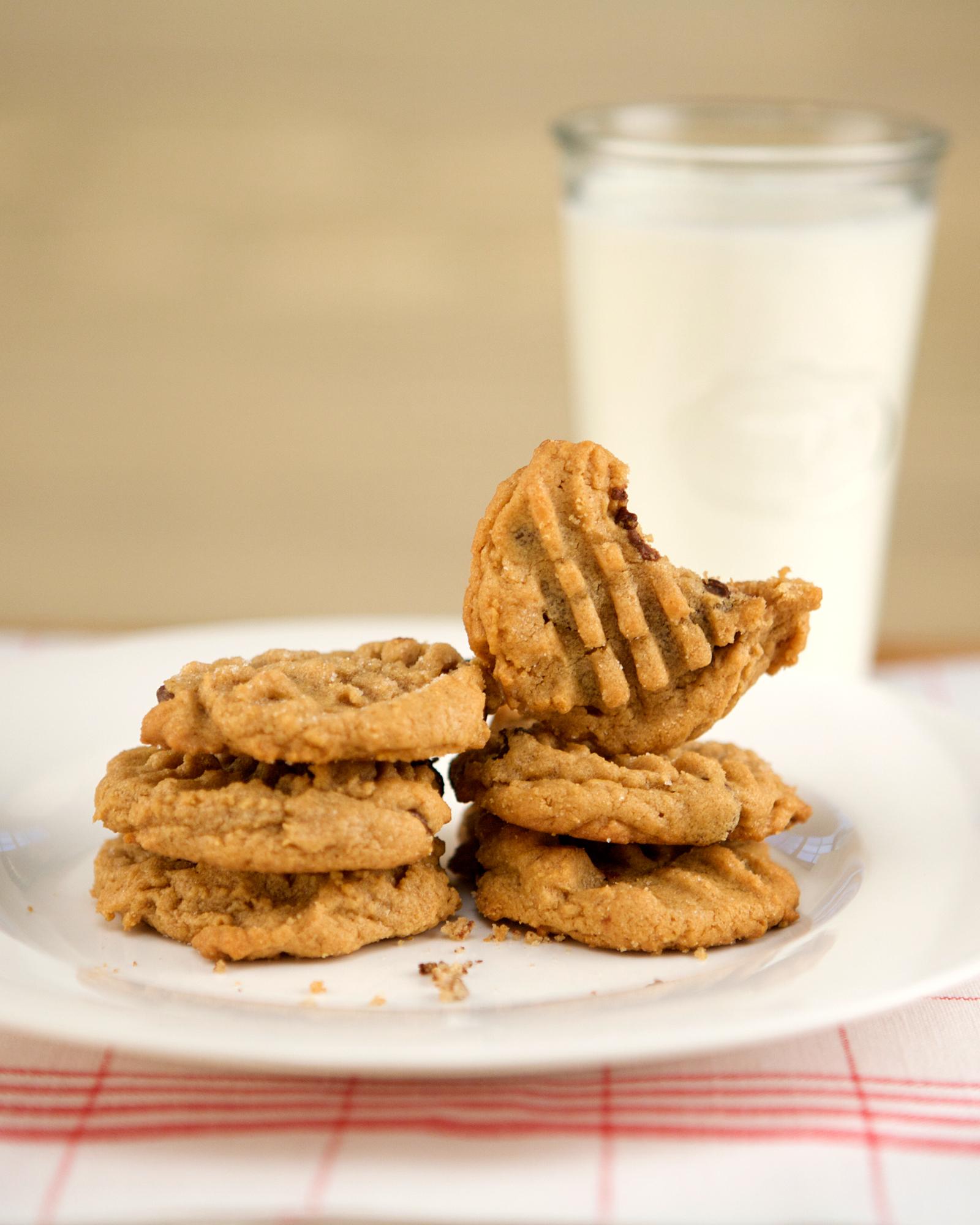 gluten-free-peanut-butter-cookies-ellb1036.jpg