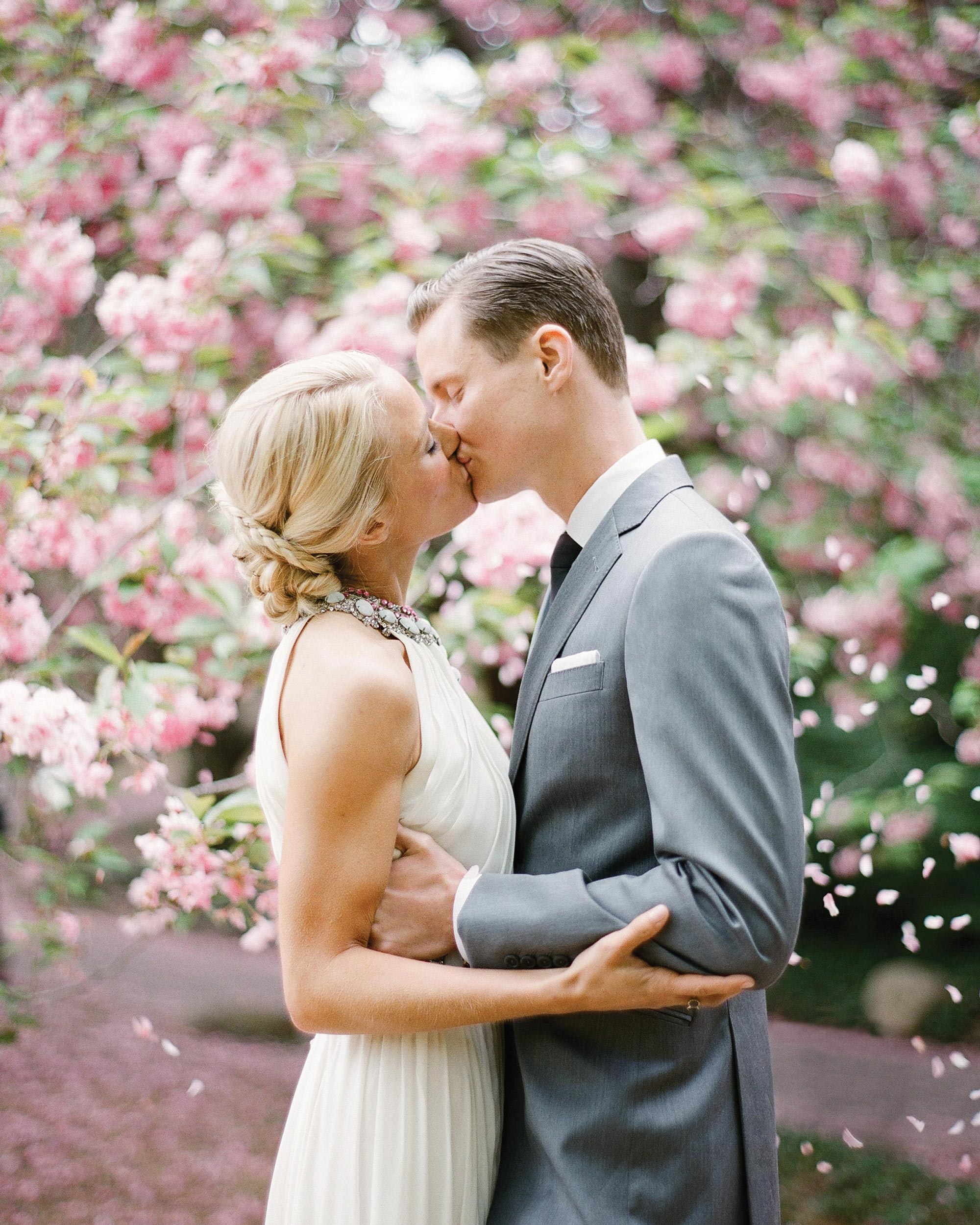 randy-mayo-real-wedding-bride-groom-kissing.jpg