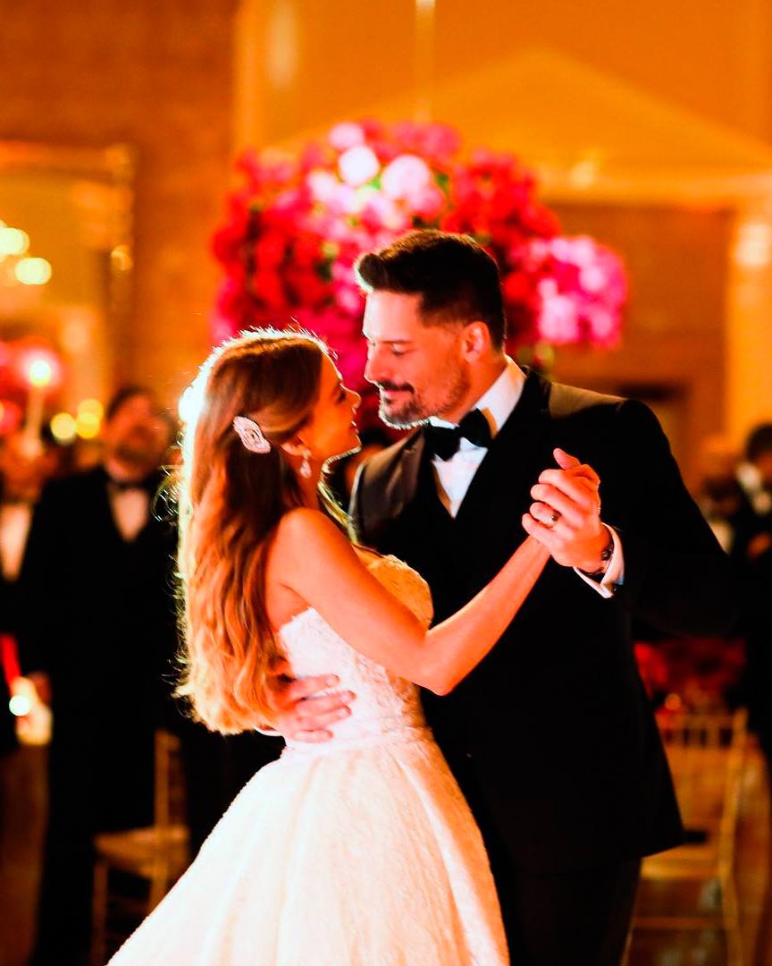 celebrity-wedding-moments-sofia-vergara-joe-manganiello-first-dance-1215.jpg