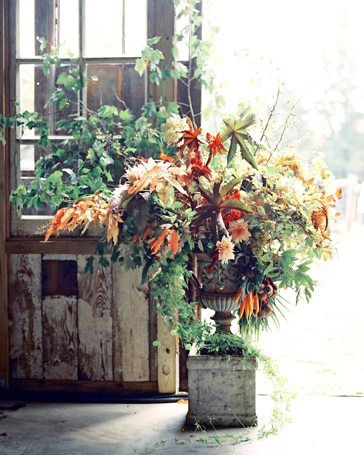 stephanie-mike-wedding-north-carolina-arrangement-29-s112048.jpg