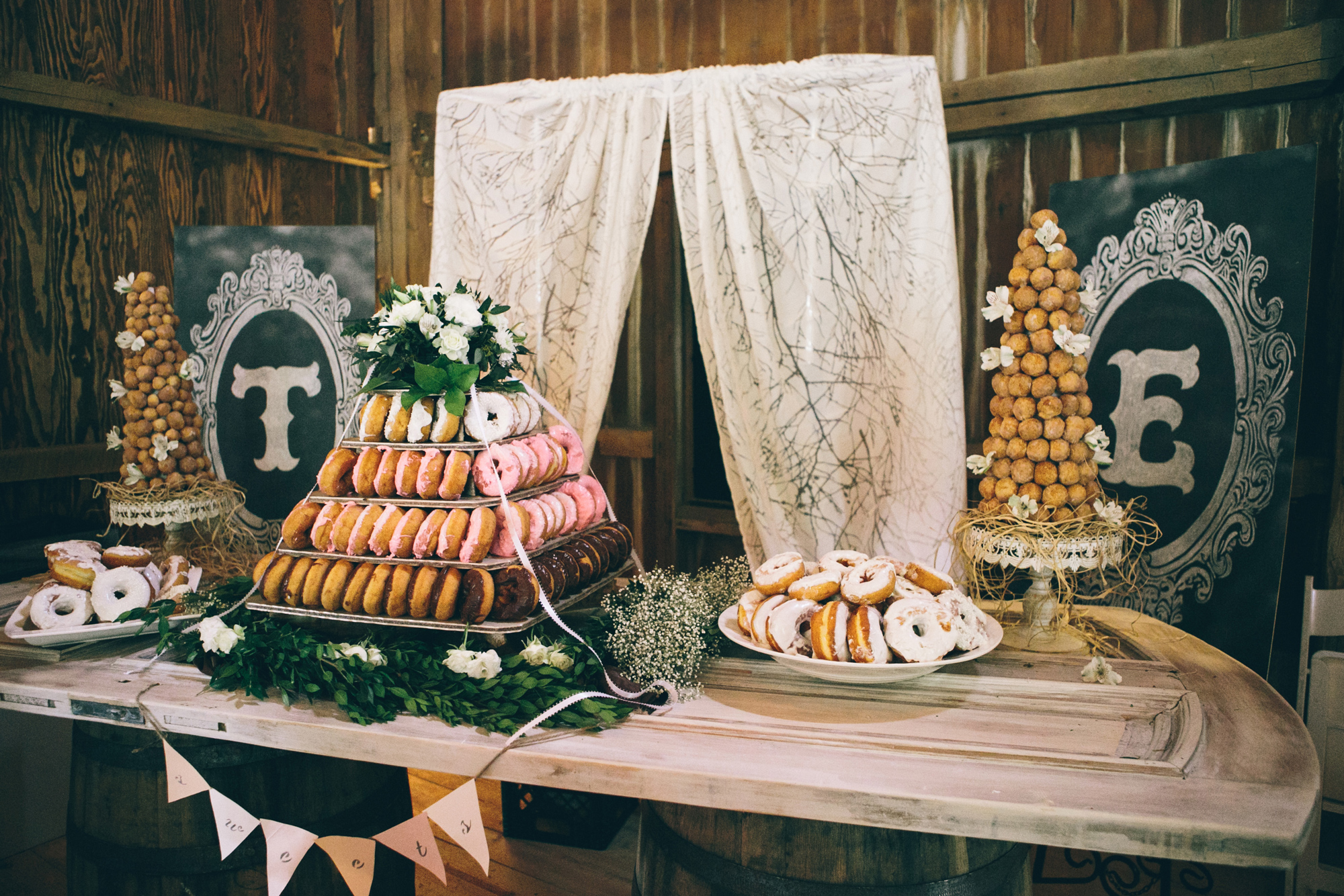 wedding donuts woodnote photography