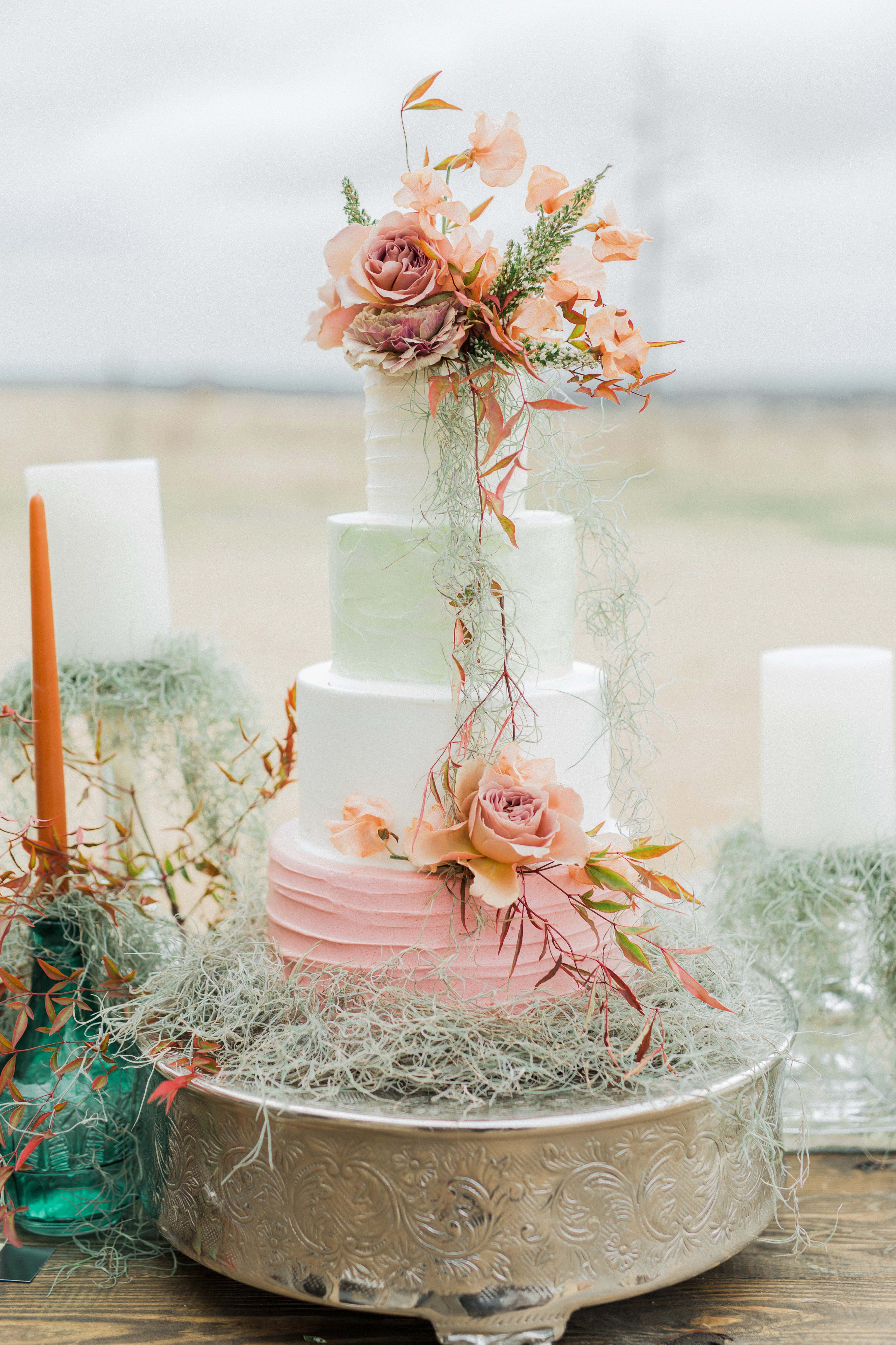 summer wedding cakes pastels