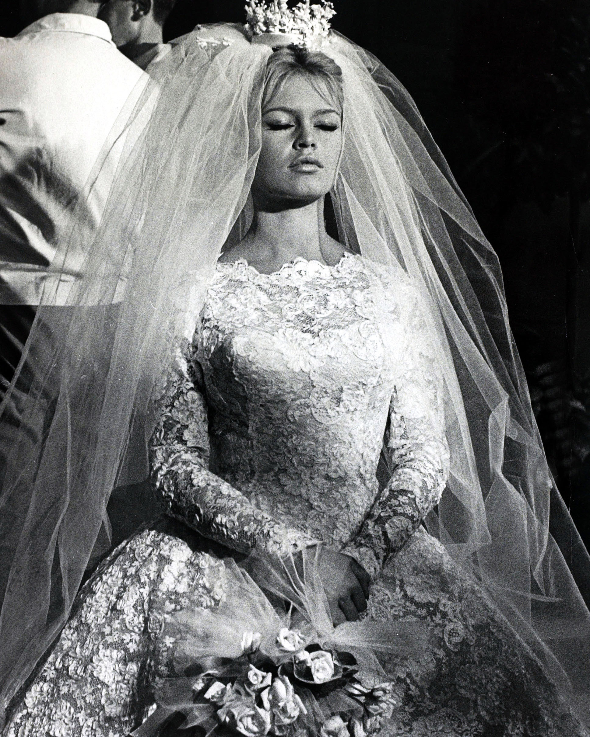 movie-wedding-dresses-come-dance-with-me-brigitte-bardot-0516.jpg