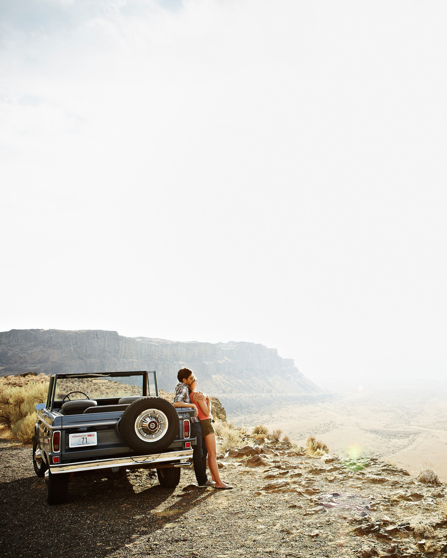 dreamy-drives-couple-resting-on-car-0216.jpg
