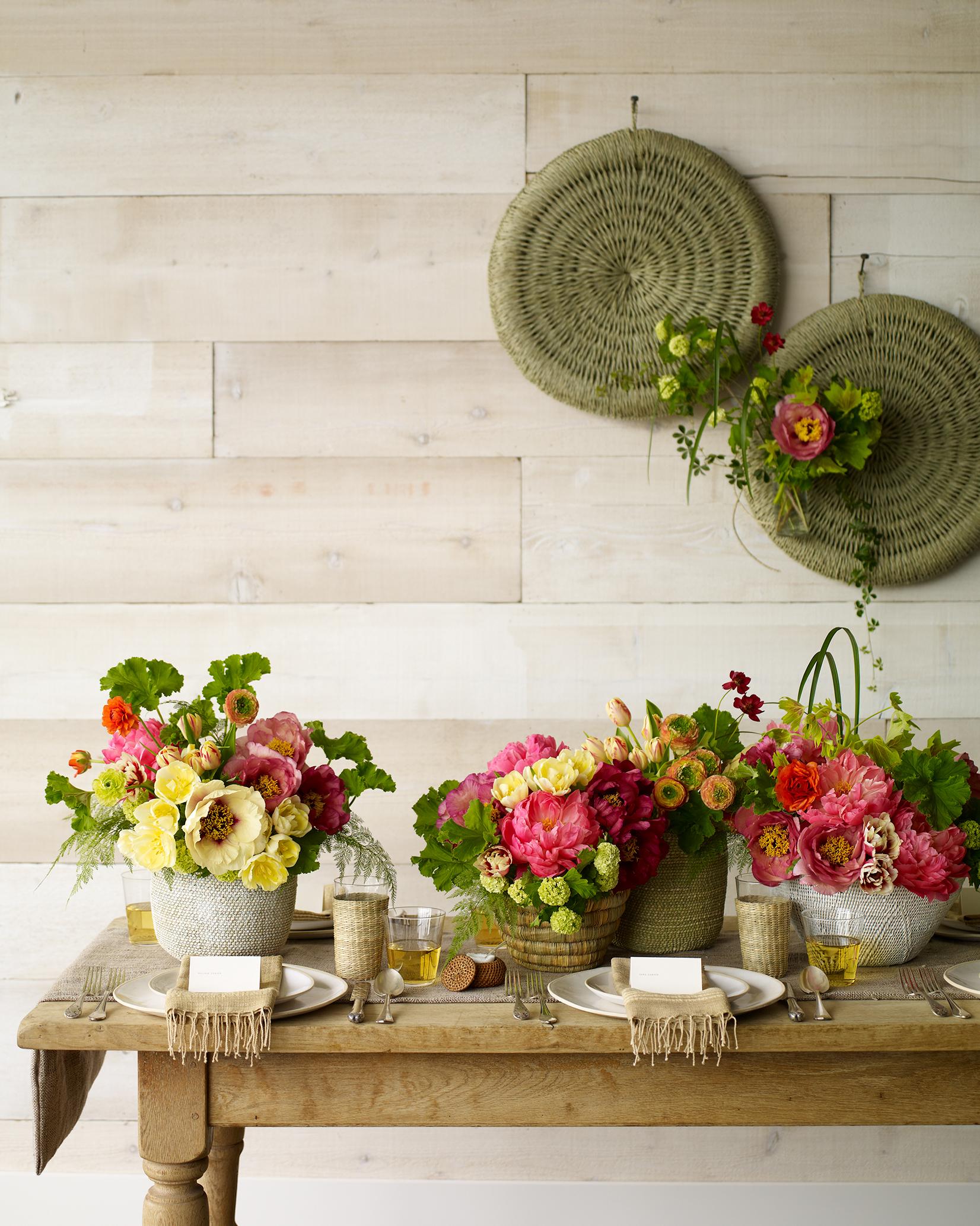 spring-flower-expert-green-vase-centerpiece-sp11-0315.jpg