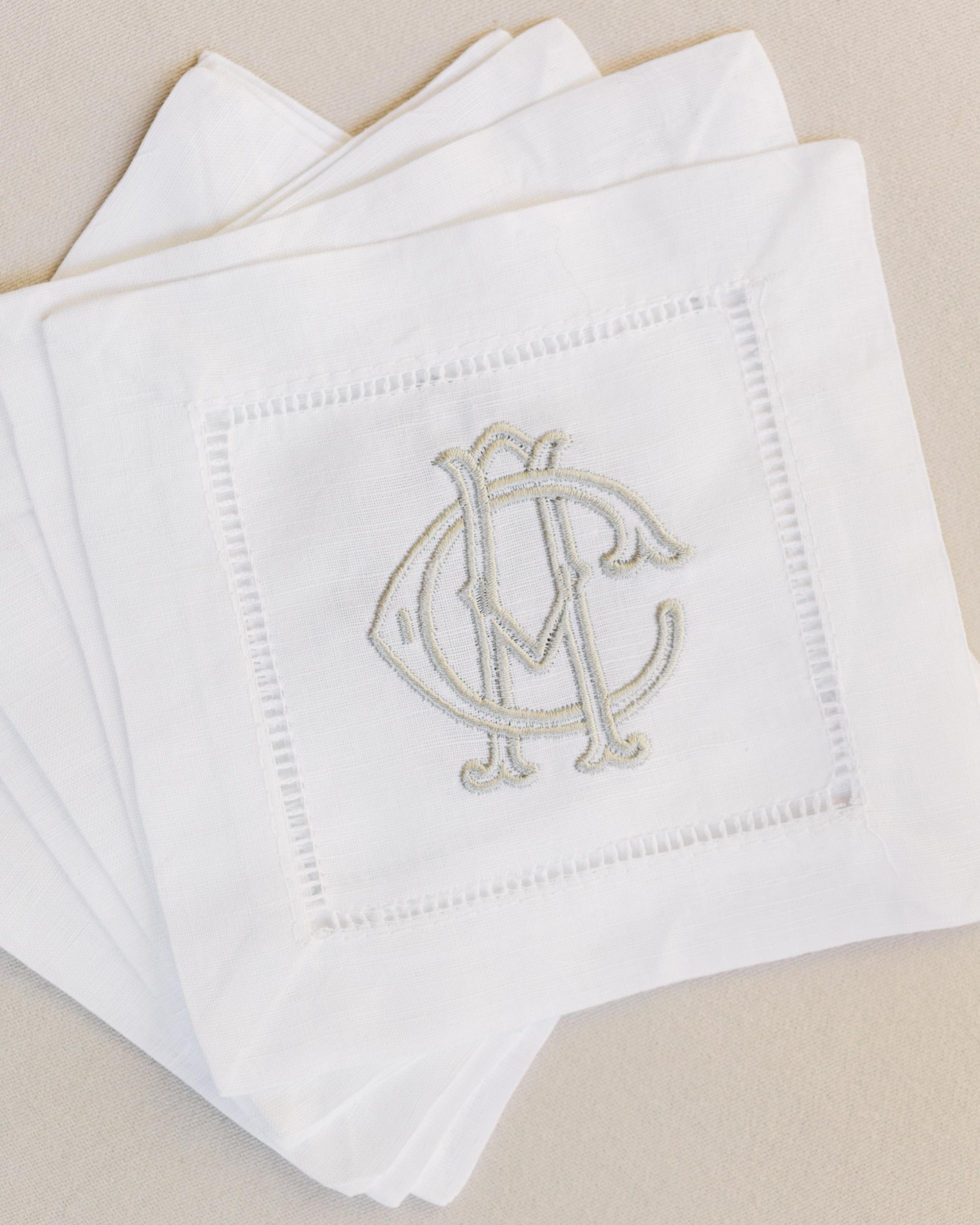 anneclaire-chris-wedding-france-napkins-100-s113034-00716.jpg