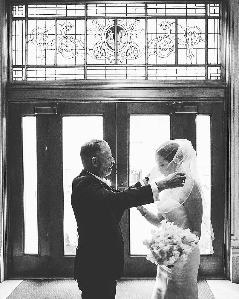 father-daughter-moment-wedding-photo-readyluck-0716.jpg