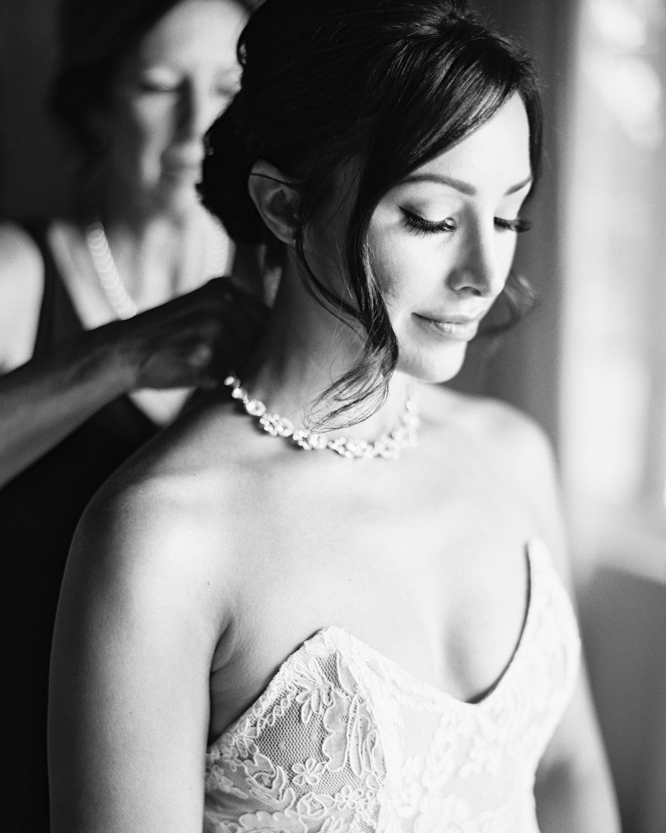 bride-getting-ready-wedding-photo-ashley-kelemen-0716.jpg