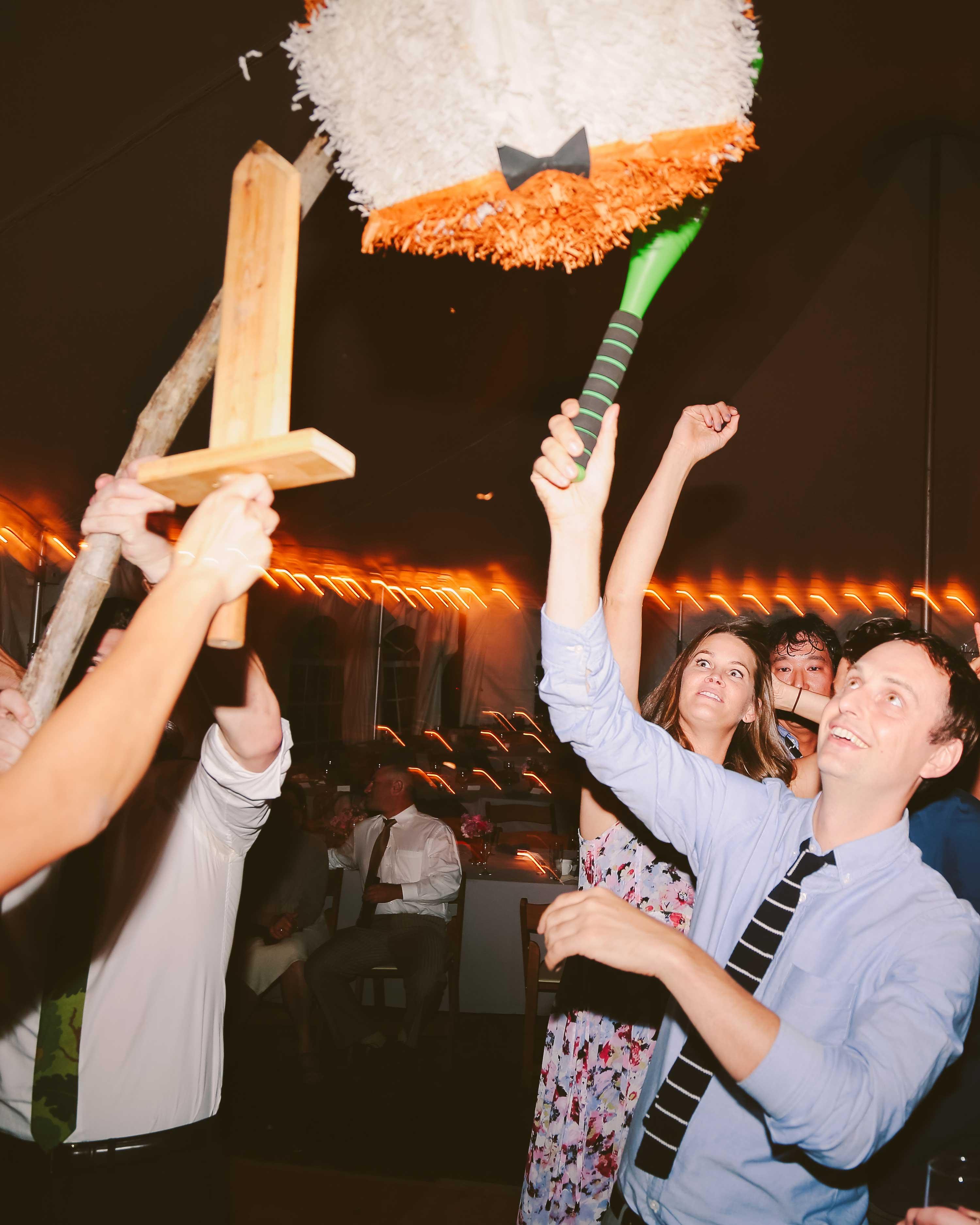 alisa-barrett-wedding-pinata-902-s113048-0716.jpg